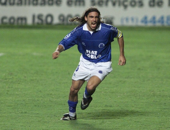 O lateral Sorin, do Cruzeiro, em foto de 13.03.2002