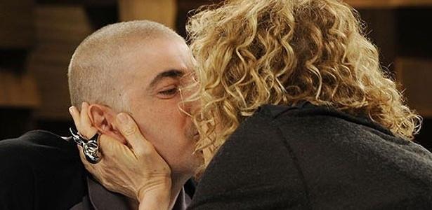 Gianecchini beija Marília Gabriela em programa e diz