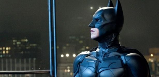 """Ator Christian Bale veste armadura de Batman em cena do filme """"Batman - O Cavaleiro das Trevas Ressurge"""""""