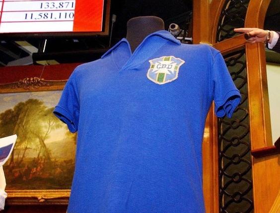 852a016ff2eb9 DiadaCamisaVelha  Seleção já teve patrocínio de camisa - UOL Esporte