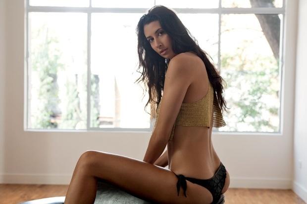 Sheilla Castro, oposto da seleção de vôlei, posa em ensaio para a revista VIP