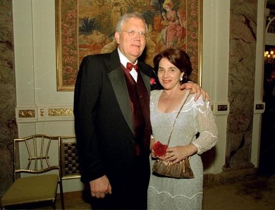 Joelmir Beting e sua mulher, durante jantar que a Câmara do Comércio Brasil-Estados Unidos ofereceu ao chanceler Luiz Felipe Lampreia, no Plaza Hotel de Nova York. (Nova York (EUA), 19.10.2000)