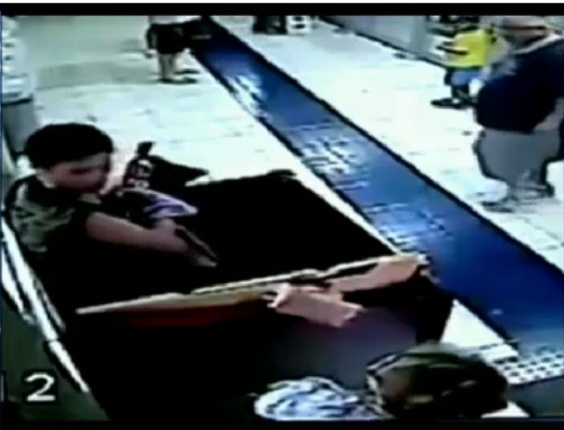 Ladrão sai de caixa de presente e assalta casa lotérica