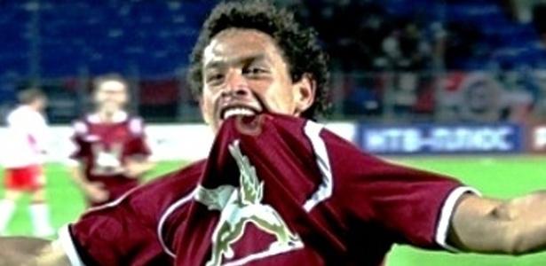 Santos recebe aval de time russo por Carlos Eduardo, mas teme concorrência com Flamengo